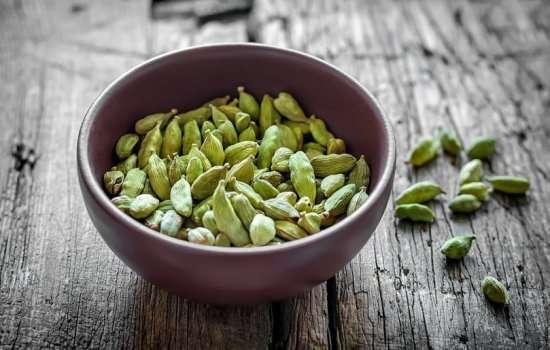 Роскошная польза кардамона: зачем добавлять его в утренний кофе? Как древняя пряность поможет сохранить здоровье