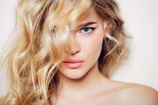 Звездный стилист рассказал о необычных, но эффективных средствах для ухода за волосами
