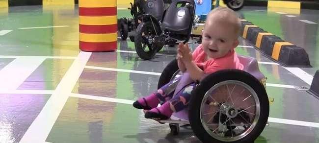 Любящая мама сделала уникальное инвалидное кресло для 7-месячной дочки по онлайн-учебнику