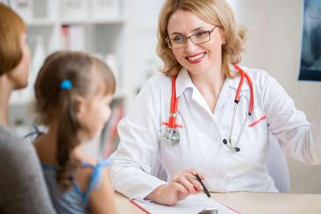 Когда нужно впервые отвести дочку к детскому гинекологу и зачем это делать?