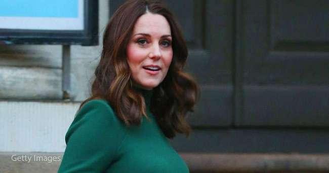 Кейт Миддлтон присоединилась к королеве на утренней службе в изысканном наряде «в стиле Гэтсби»