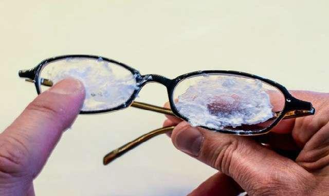 Как удалить царапины с очков за 1 минуту! Эти 10 простых трюков сделают очки «как новенькие» !