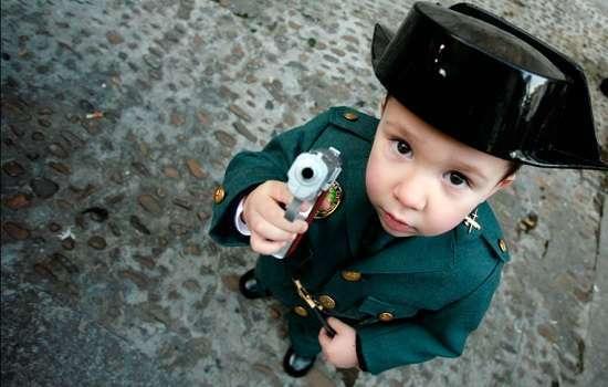 Солдатики, пистолеты, танки … Влияние игрушек военной тематики на ребенка
