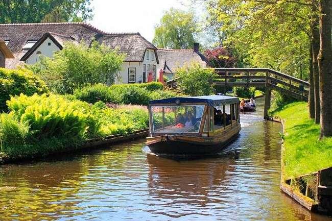 Голландская Венеция - деревушка, в которой нет ни дорог, ни машин
