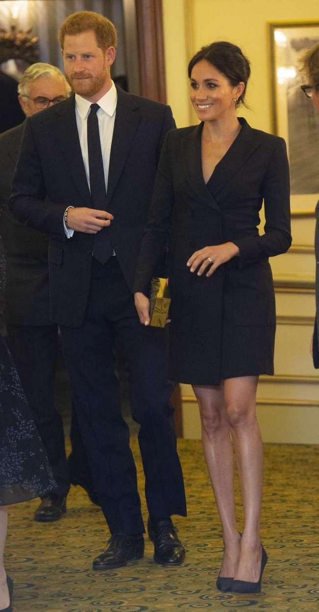 Смелая! Надев мини-платье на светское мероприятие, Меган Маркл показала бесконечно длинные ноги