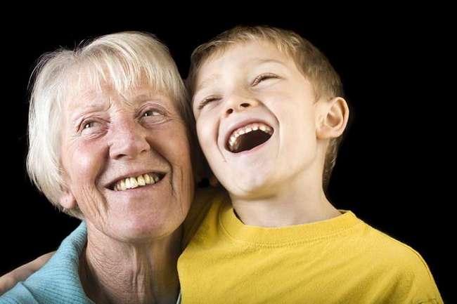 -Ну же, поцелуй бабушку!-. Почему нельзя заставлять детей целовать родственников