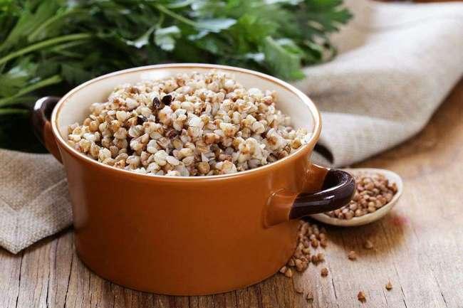 Стоит подробнее разобраться, чем полезна гречневая каша и что содержится в гречке нужного для организма.