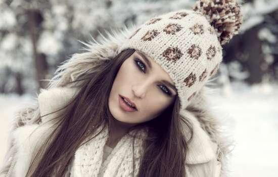Особенности зимнего макияжа. Какие тональные кремы, помаду и тушь советуют косметологи