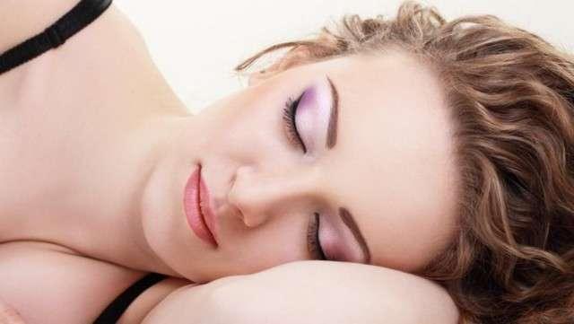 Что будет, если не снимать макияж на ночь?