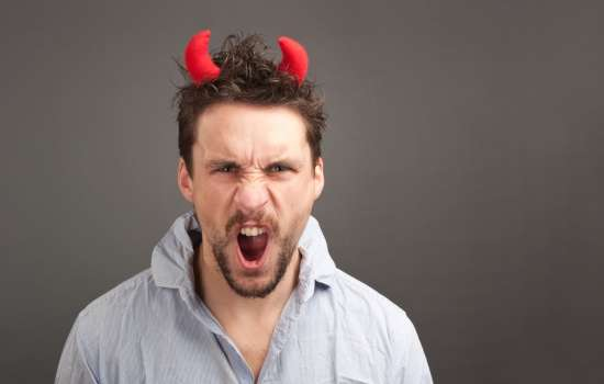 Самые агрессивные мужья по знаку зодиака