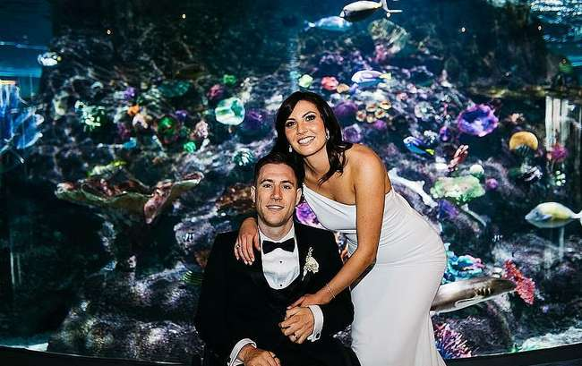 На вершине утеса или на берегу моря: подборка милых свадебных кадров