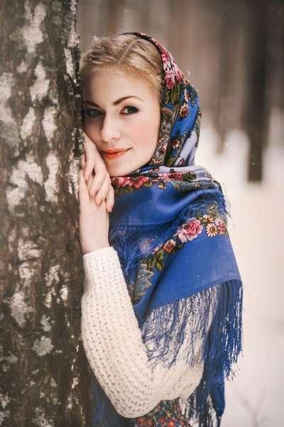 9 способов, как носить платок и выглядеть стильно и модно