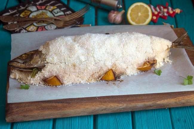 Скумбрия, запеченная с килограммом соли: Простой пошаговый рецепт