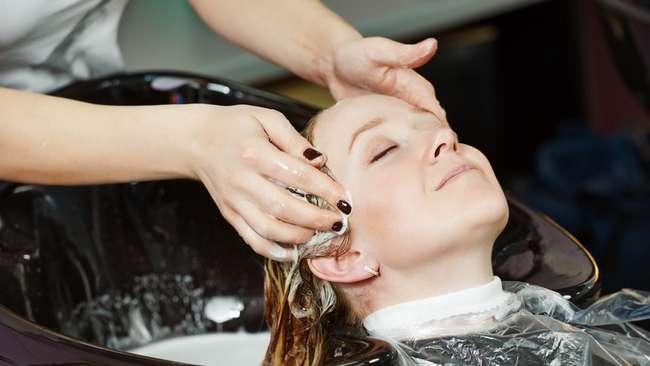 Можно ли делать мелирование при беременности: влияние красок для волос на организм, мнения врачей и народные приметы