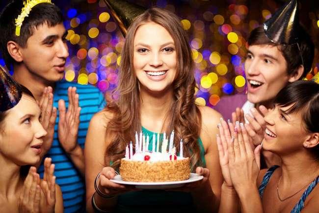 Позже можно, раньше — нет. Объяснение суеверия о том, что день рождения нельзя отмечать заранее