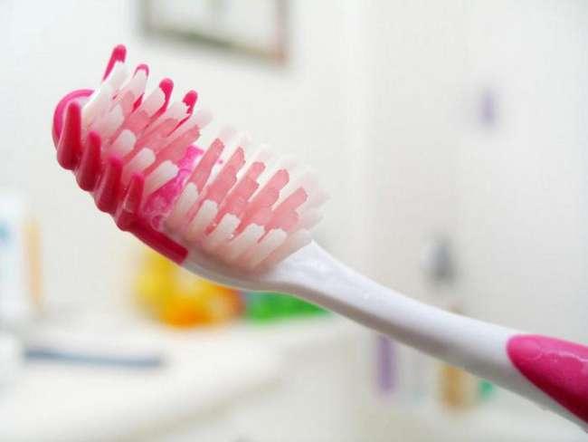 11 вещей в вашей ванной комнате, которые следует немедленно выбросить