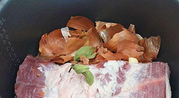 Свинина в луковой шелухе: рецепт с фото