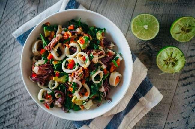 Диетический салат из кальмаров — рецепт, особенности приготовления и отзывы