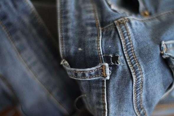 Как просто отремонтировать вырванную шлёвку на джинсах