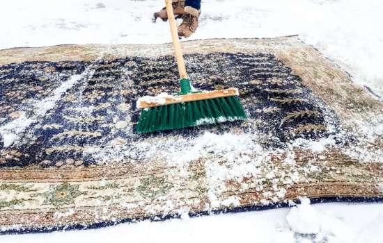 Комбинированный способ чистки ковров зимой
