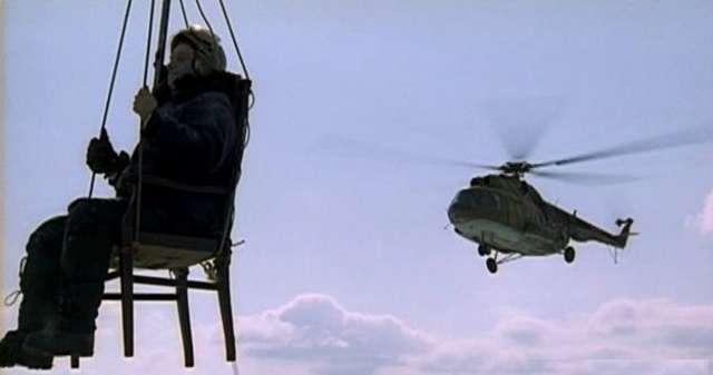 Полет на стуле и похищение коньяка: безумные поступки, которые останутся в истории