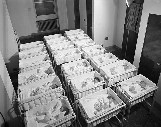 -В поле рожали-: как проходили роды с 1900 года до наших дней