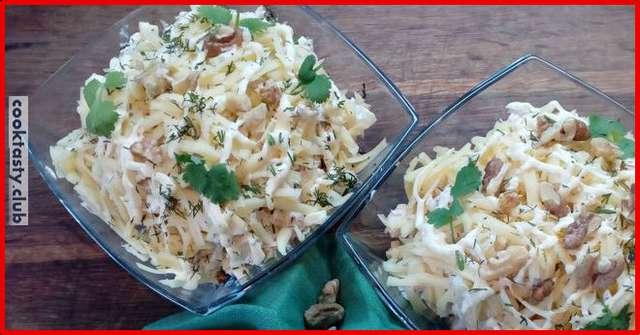 Вкуснейший салат с куриной грудкой на Новый год