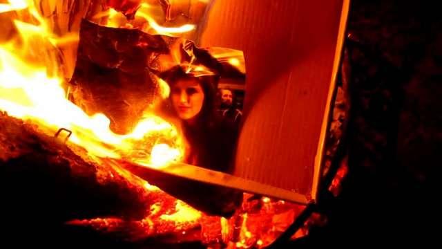 сжечь фотографию во сне косички была вплетена