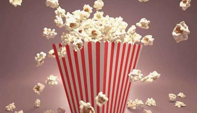 Не можете не жевать в кинотеатре? Вот какие снеки можно себе позволить