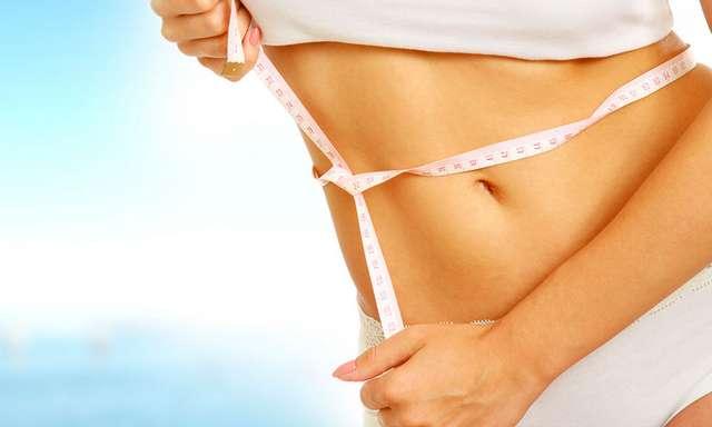 Минус пара сантиметров за ночь: имбирное обертывание от жира на животе