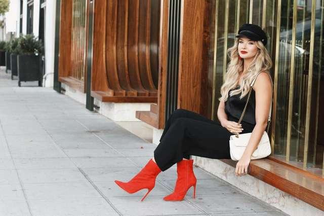С чем носить красные сапоги: одежда и аксессуары
