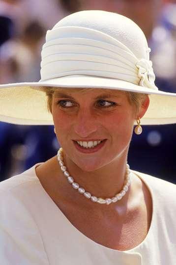 Королевское наследство: украшения принцессы Дианы, которые носят Кейт и Меган