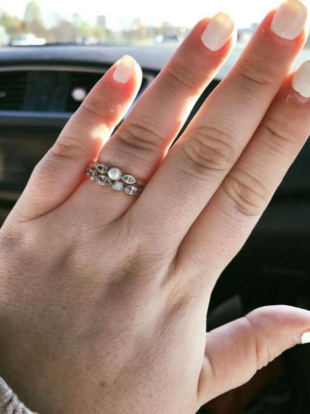Сколько стоит любовь? Продавец ювелирного магазина обсмеял жениха за покупку серебряного кольца, но невеста решила иначе