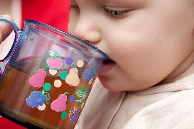 Со скольки месяцев можно детям давать сок? Как и когда вводить соки в рацион малыша?