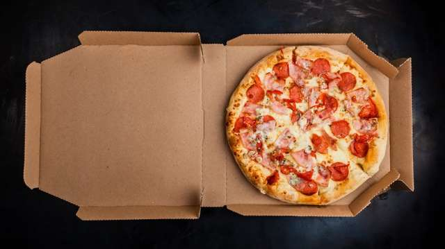 Мясо и пицца: еда, которую не стоит разогревать в микроволновке
