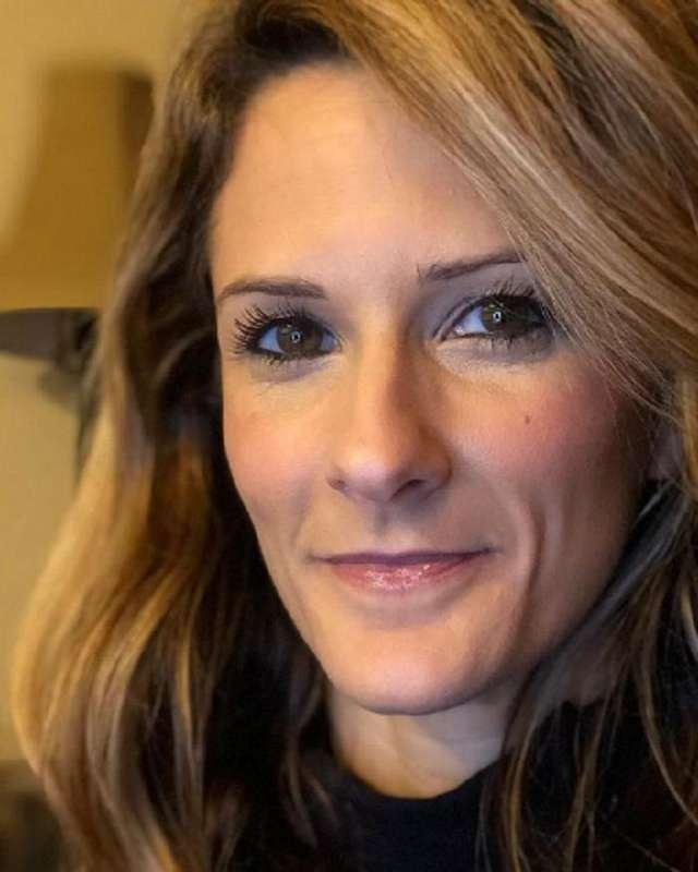 Стала красивее с возрастом: женщина выложила свои фото в 27 и 42
