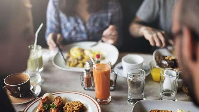 Овощи вместо картошки фри и еще несколько способов питаться правильно в кафе и ресторане