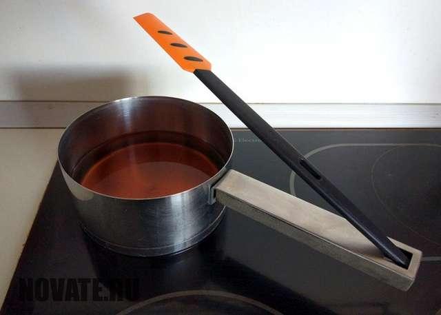Кухонные секреты: отверстие в ручке кастрюли-ковша, которое делает приготовление пищи удобнее
