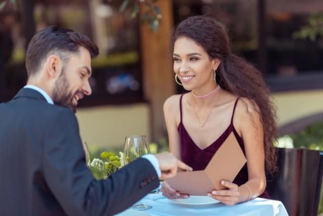 Почему стоит проводить первое свидание в ресторане