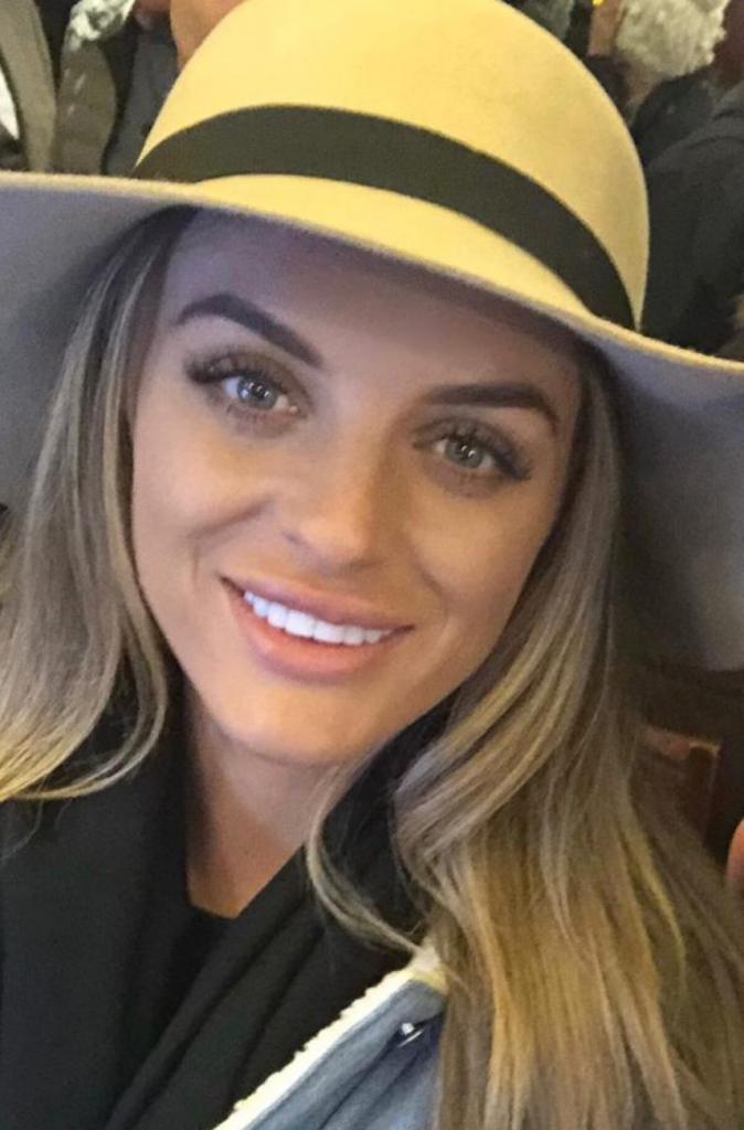 Последствия за «красоту»: девушка решила увеличить губы и доверилась мошенникам