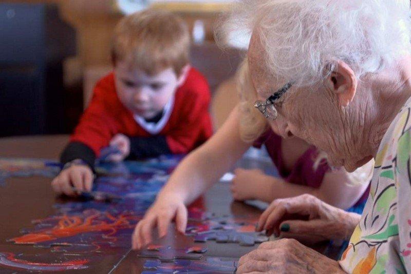 Почему пожилые люди нуждаются в общении с детьми