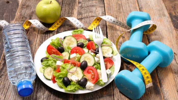 Назван простой способ сбросить лишний вес к лету — заменить десерты на жевательную резинку