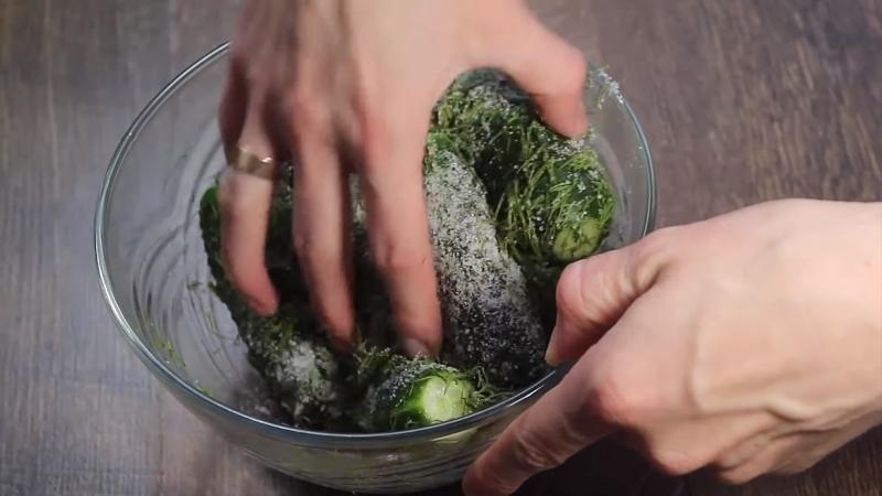 Как приготовить малосольные огурцы за 1 час