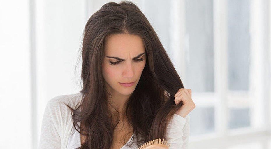 Избавиться от проблемы: 8 главных причин выпадения волос