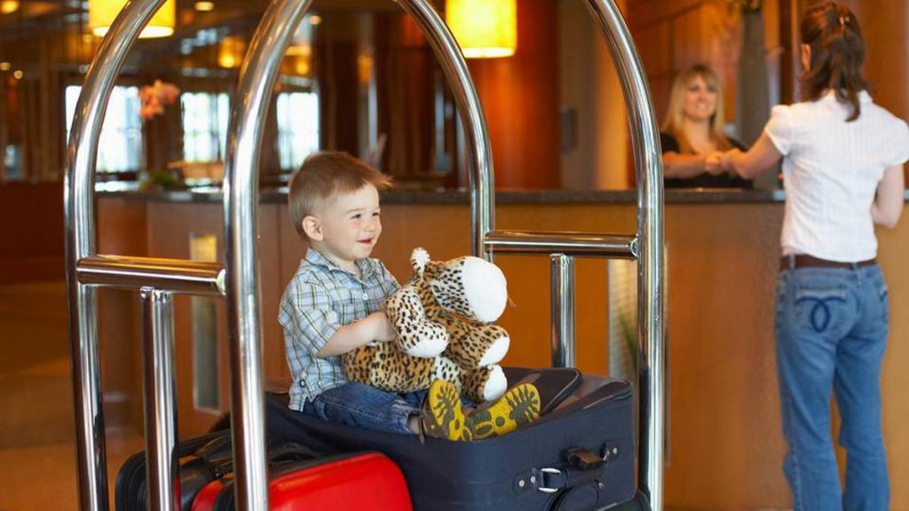 Родителям на заметку: простые способы «выжить» и не сойти с ума во время пребывания в отеле с ребенком