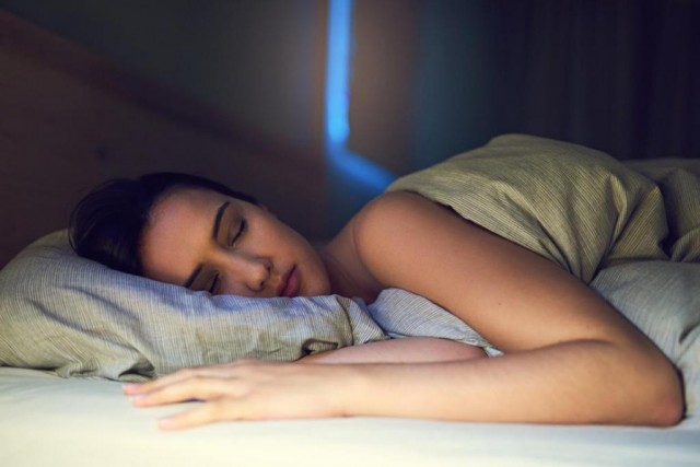 Никто не спит всю ночь не просыпаясь