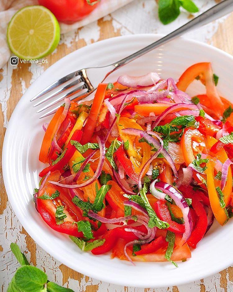 Салат, суп и пшеничная галета: три потрясающих блюда со спелыми томатами