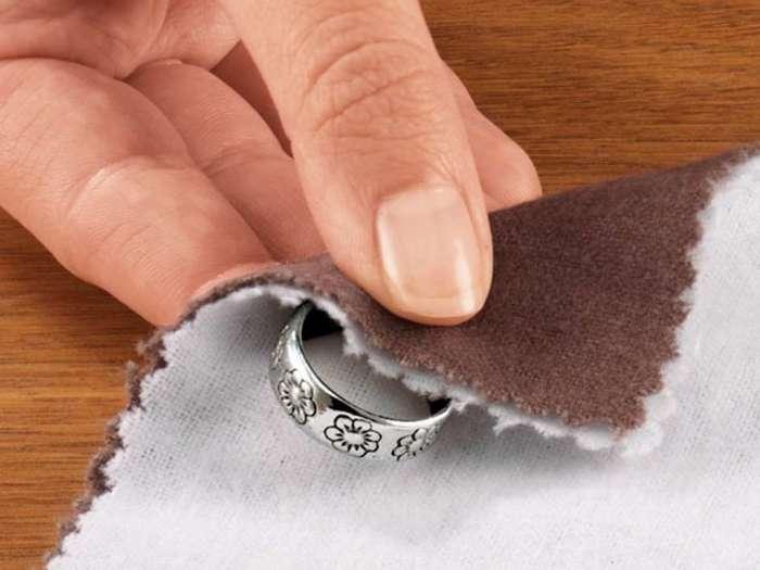Вместо чистящих средств: 10 нестандартных методов использования мела на даче и дома