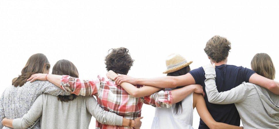 Это - не близкие: учёные заявили, что у человека не может быть много друзей