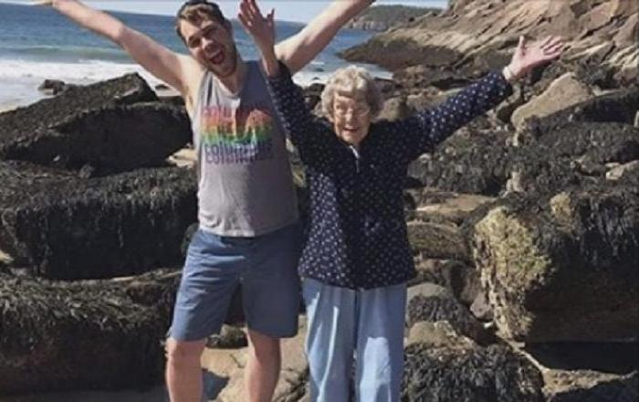Когда внук узнал, что его 85-летняя бабушка никогда не видела океана и гор, он решил это исправить